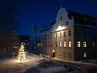Festliche Christmette im Klosterhof