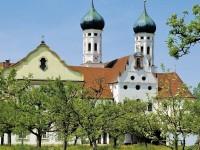 Familiengottesdienst in Obstgarten im Kloster