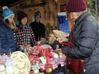 Stand der Ministranten beim Christkindlmarkt Benediktbeuern