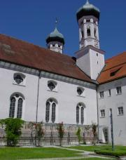 Die Basilika vom Kreuzgarten gesehen